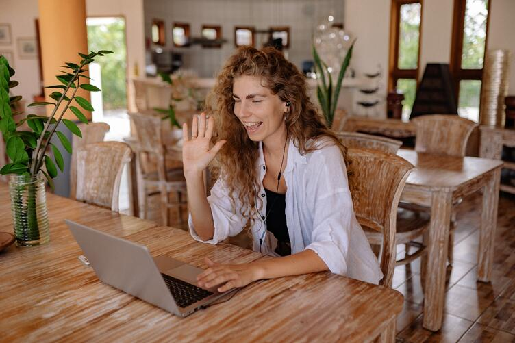 Remote worker thriving in a remote work environment thanks to wurkr workplace