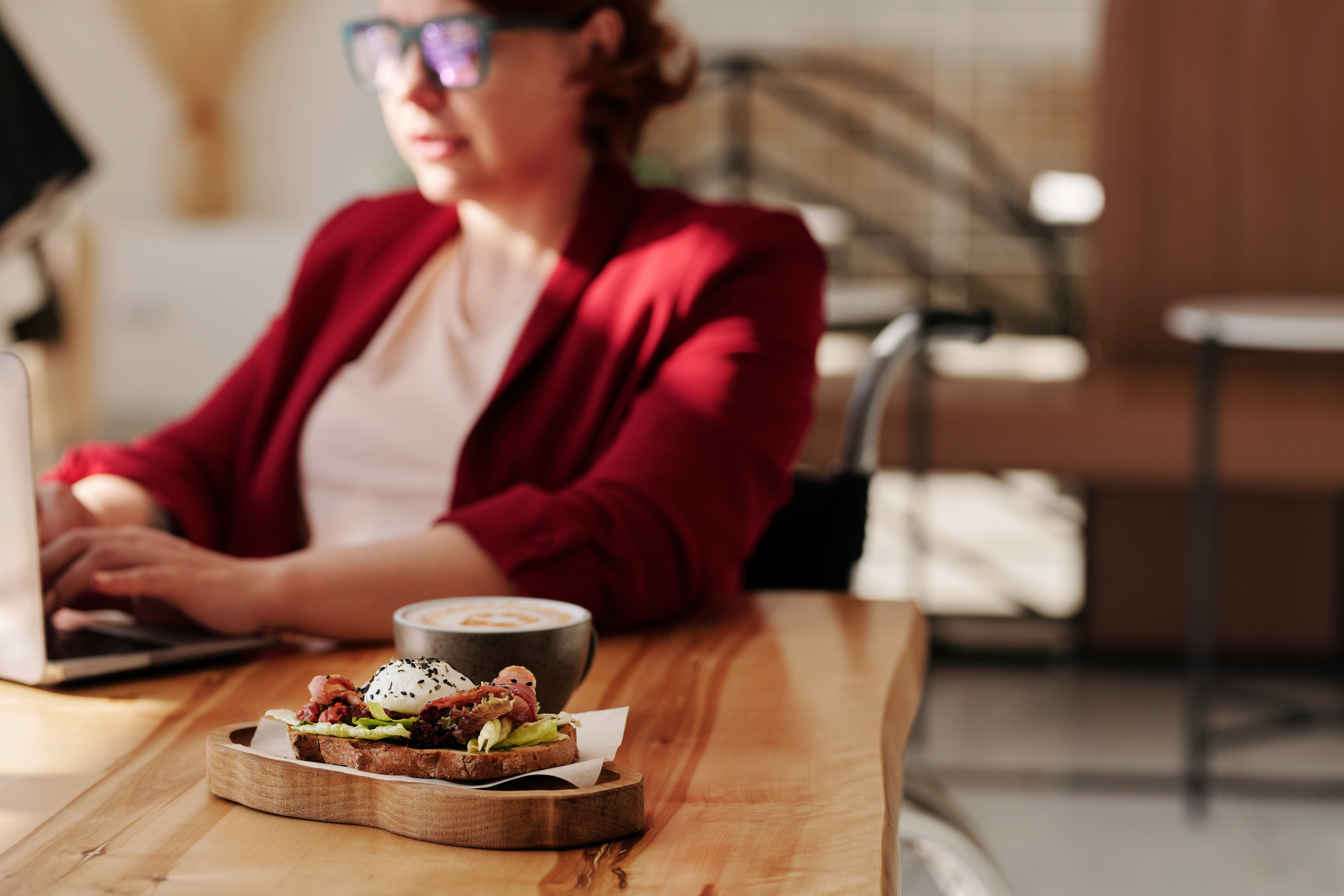 Remote Worker Working From Home with Wurkr and enjoy the perks of increased productivity thanks to Working From Anywhere, ending Zoom Fatigue and Eating Well.